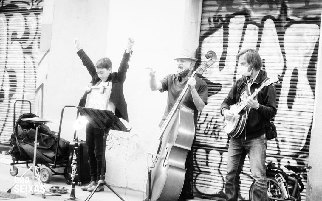street session.  música callejera