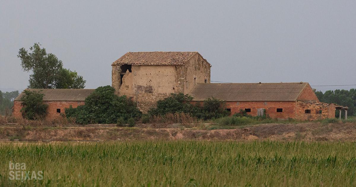 Casa agrícola avandonada. la industria rural en movimiento - road movie photography. fotografías realizadas por Bea Seixas en su paso por la provincia de Lleida.